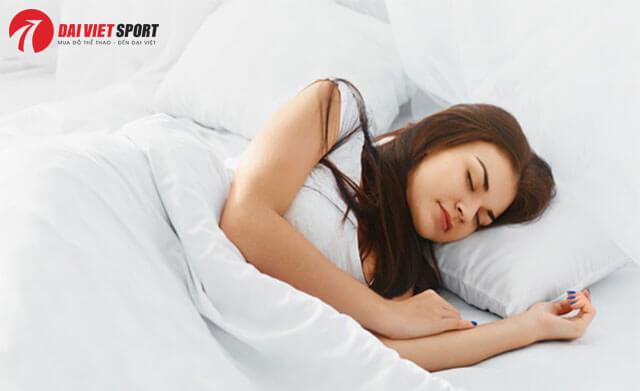 Bác sĩ chỉ cách massageđiều trị mất ngủ tại nhà