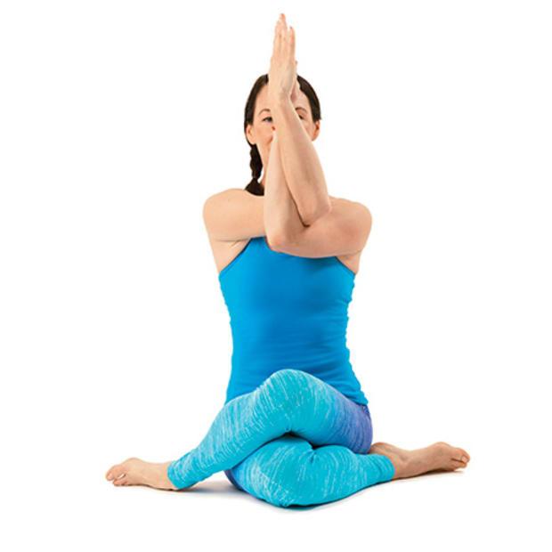 Những bài tập yoga của Tyler trị đau lưng
