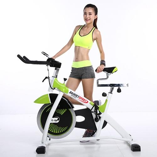 Các động tác sử dụng xe đạp tập thể dục.