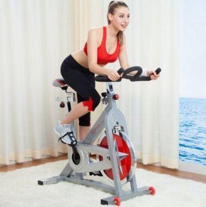 Sử dụng chú ý tới nhịp tim khi dùng xe đạp tập